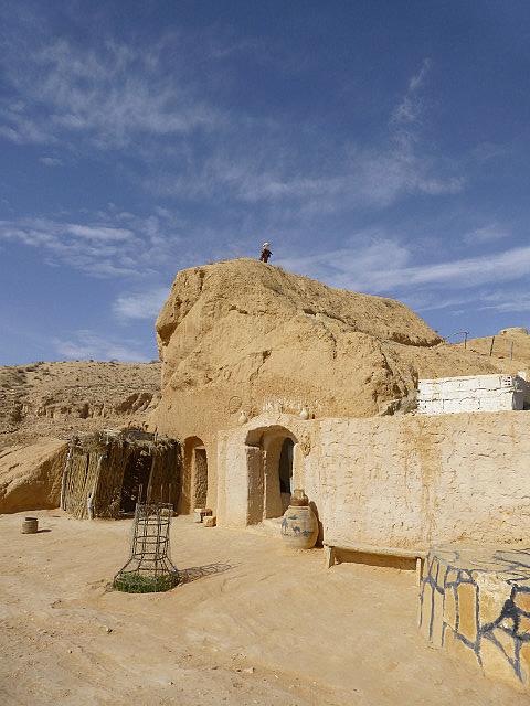 4.1381620375.berber-troglodyte-stone-house