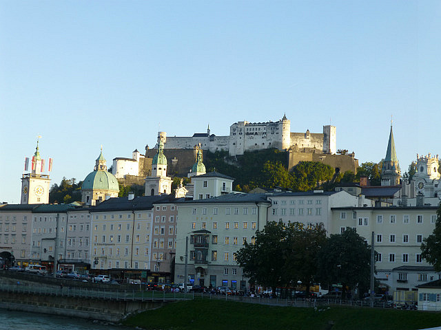 5.1410476756.looking-up-to-the-fortress-of-salzburg