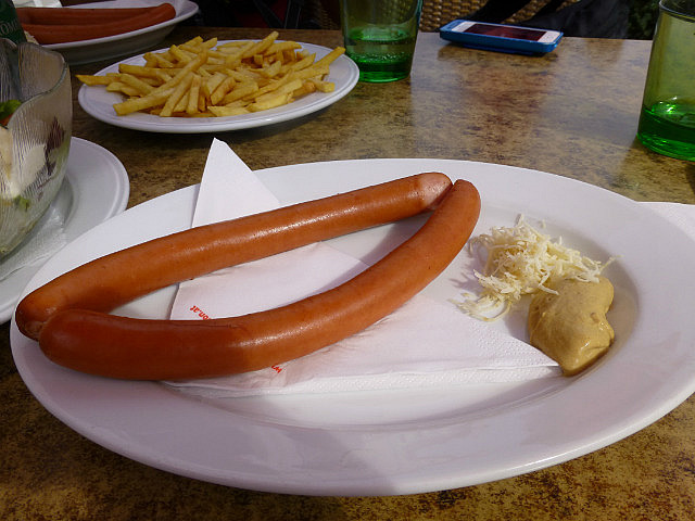 5.1410822324.and-yes-a-picture-of-our-sausage-lunch