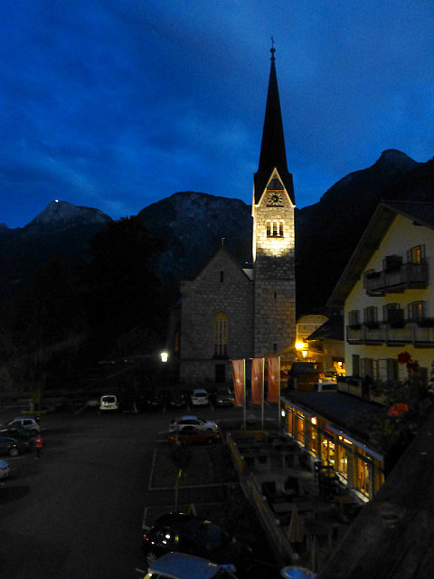 5.1410908739.hallstatt-at-night