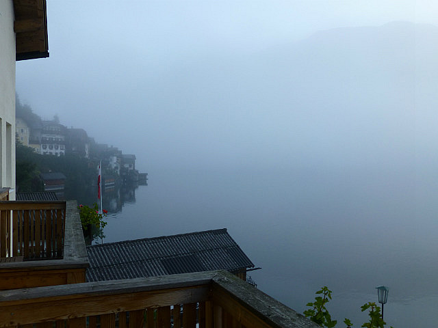 5.1411122942.early-morning-fog-on-hallsatt-lake