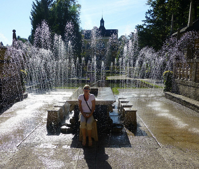 5.1411377529.wasserspiel-trick-fountains-at-schloss-hellbru
