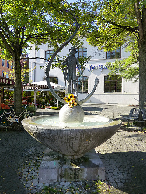 5.1411513593.fountain-in-the-market