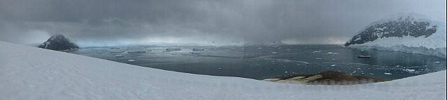 6.1424591583.panorama-of-niko-harbor-from-atop-glacier