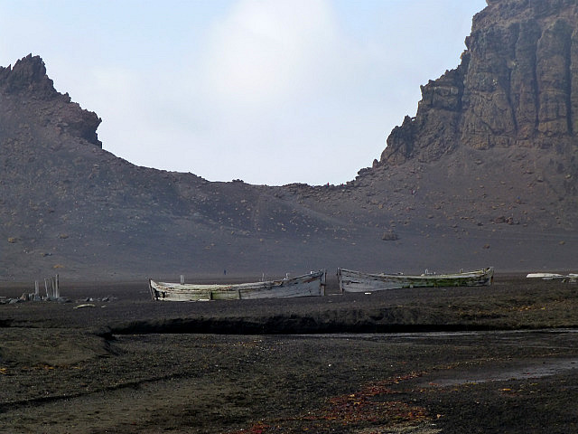 6.1424593041.abandonded-boats-on-deception-island