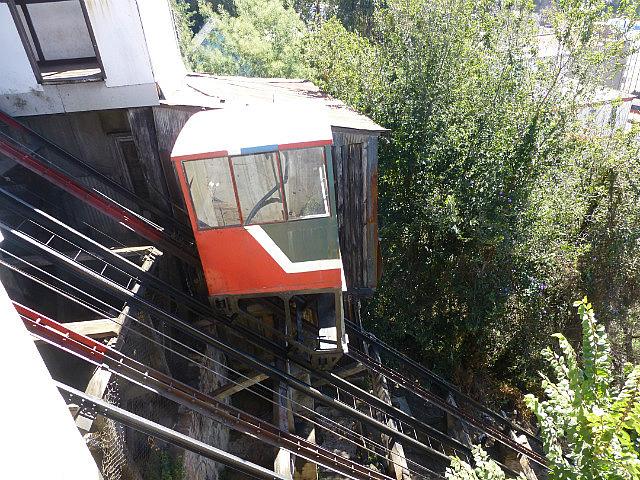 6.1423413520.funicular-in-valparaiso