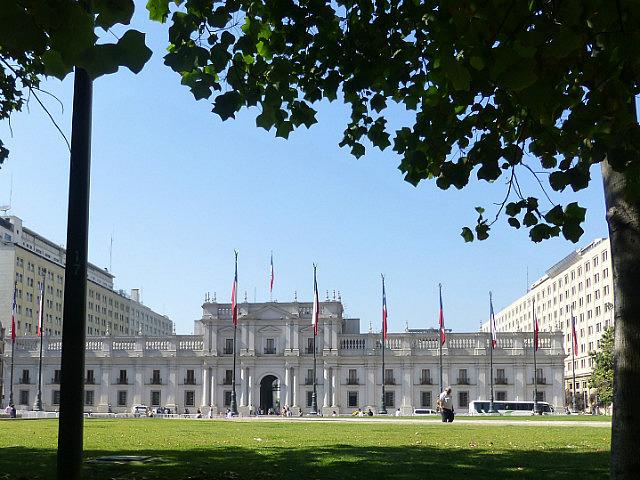 6.1423676175.front-of-the-palace-de-la-moneda