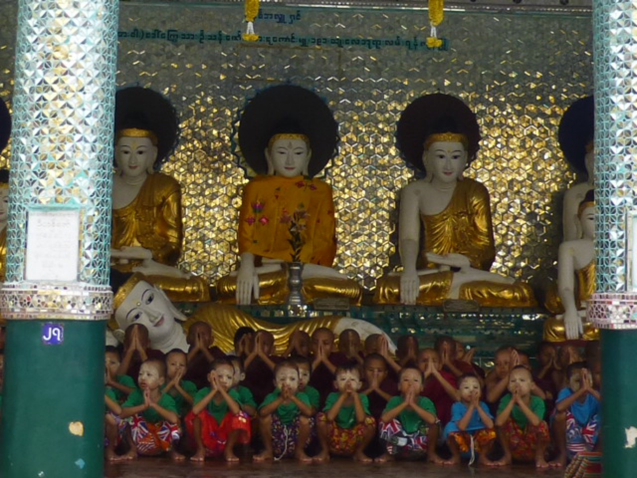 7.1477174733.children-chanting-devotion-to-buddha-at-shweda