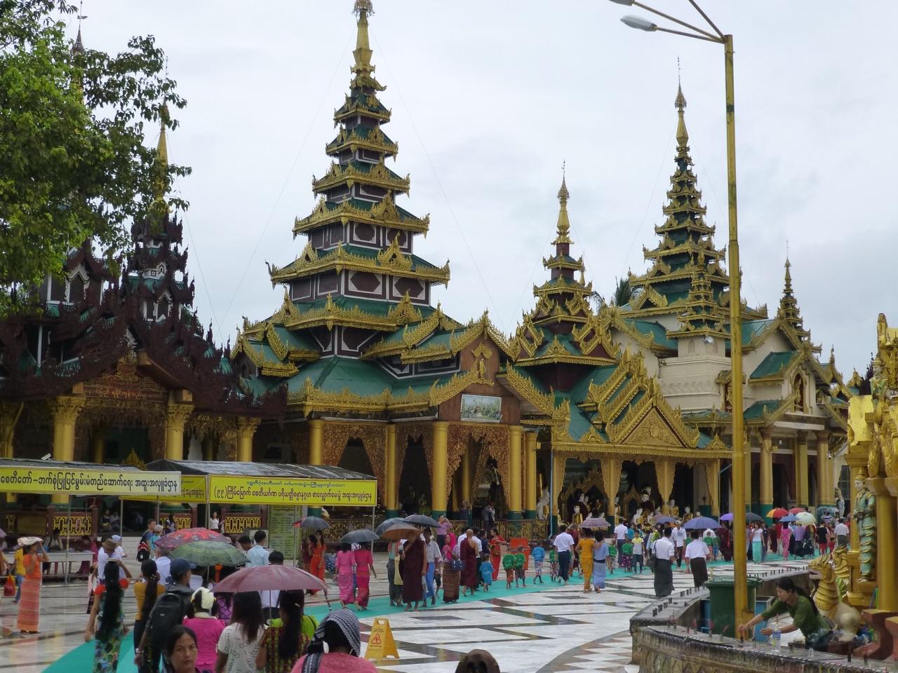 7.1477174733.prayer-rooms-at-shwedagon-pya