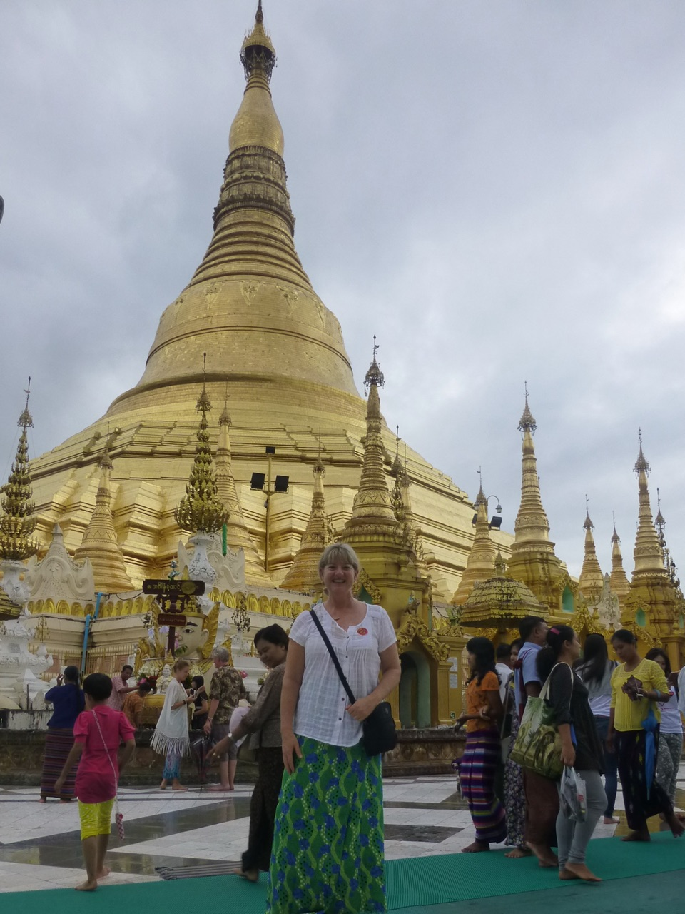 7.1477174733.shwedagon-pya-the-skirt-is-not-mine