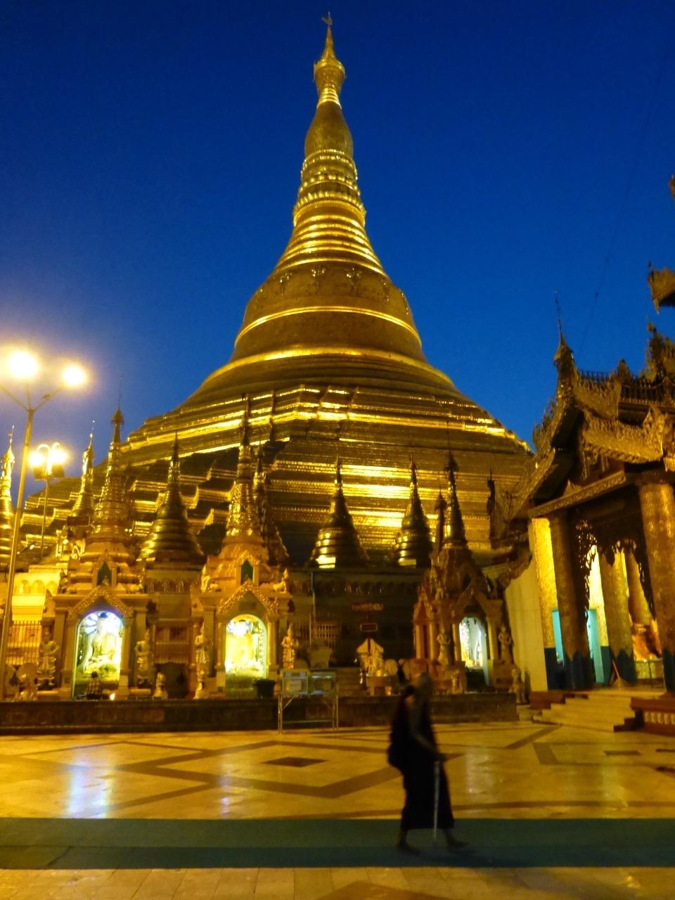 7.1477353600.shwedagon-paya-at-dawn