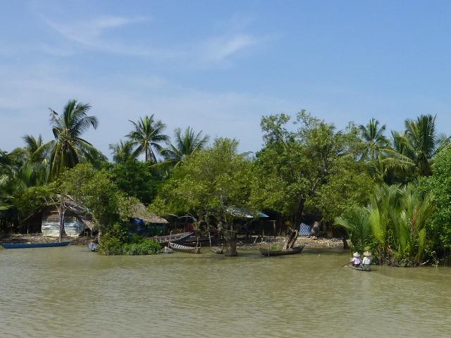 7.1477520383.fishing-village-on-the-wa-to-mrauk-u