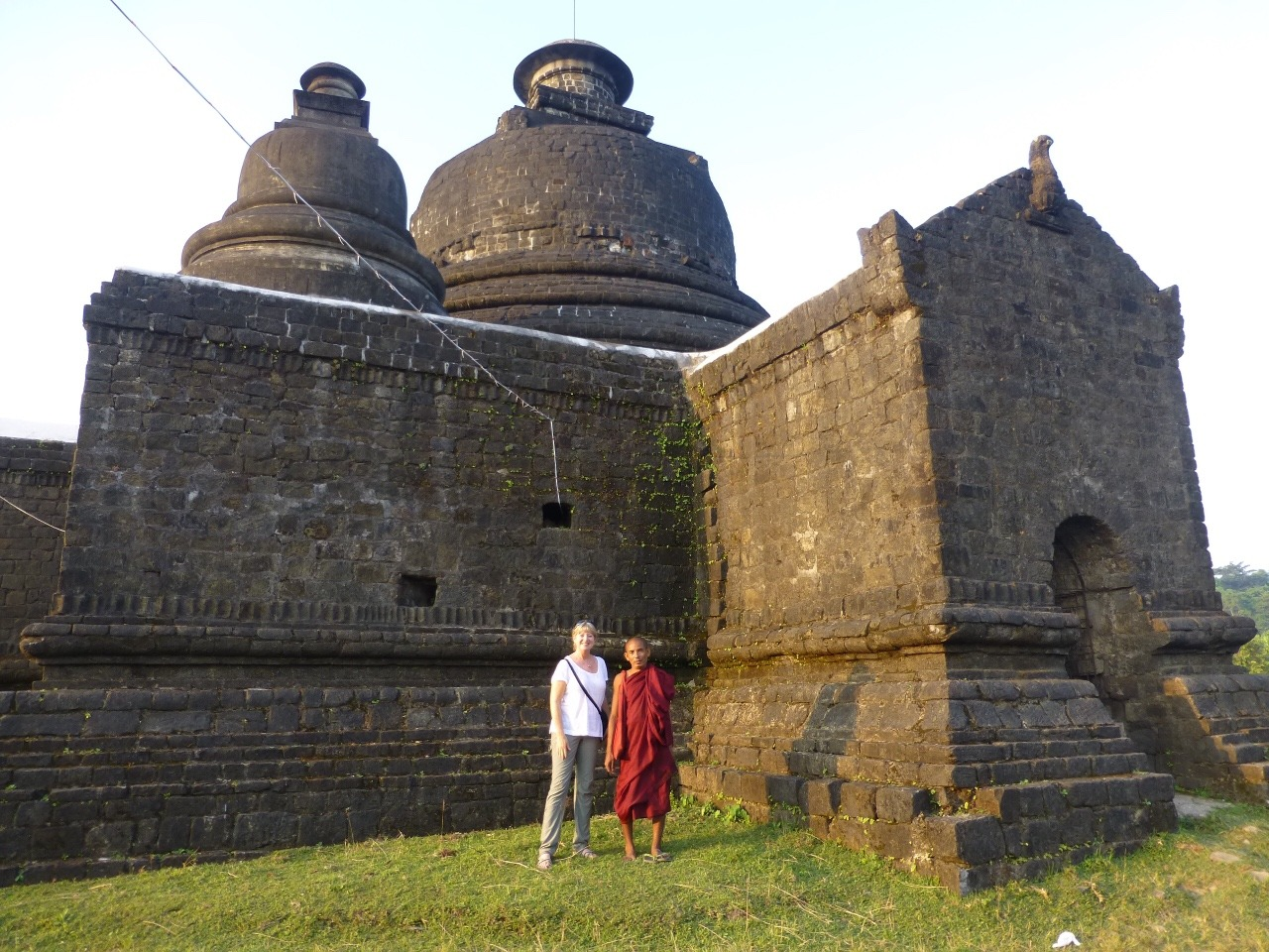 7.1477520383.me-and-a-monk-in-front-of-the-paya
