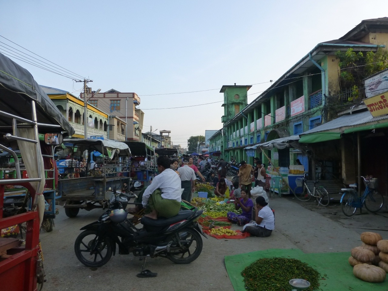 7.1477520383.sittwe-morning-market