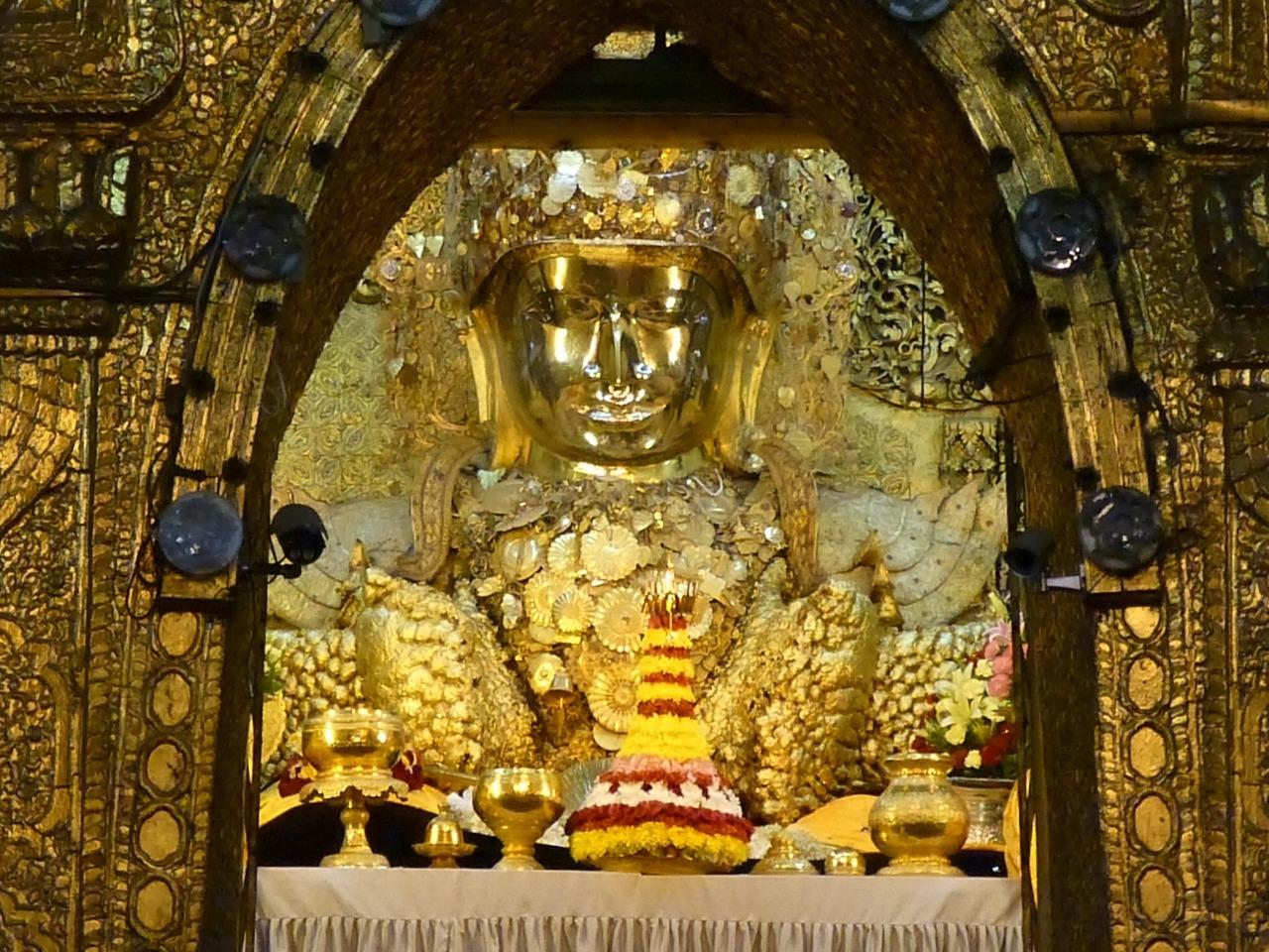 7.1478211759.mahamuni-buddah-in-view