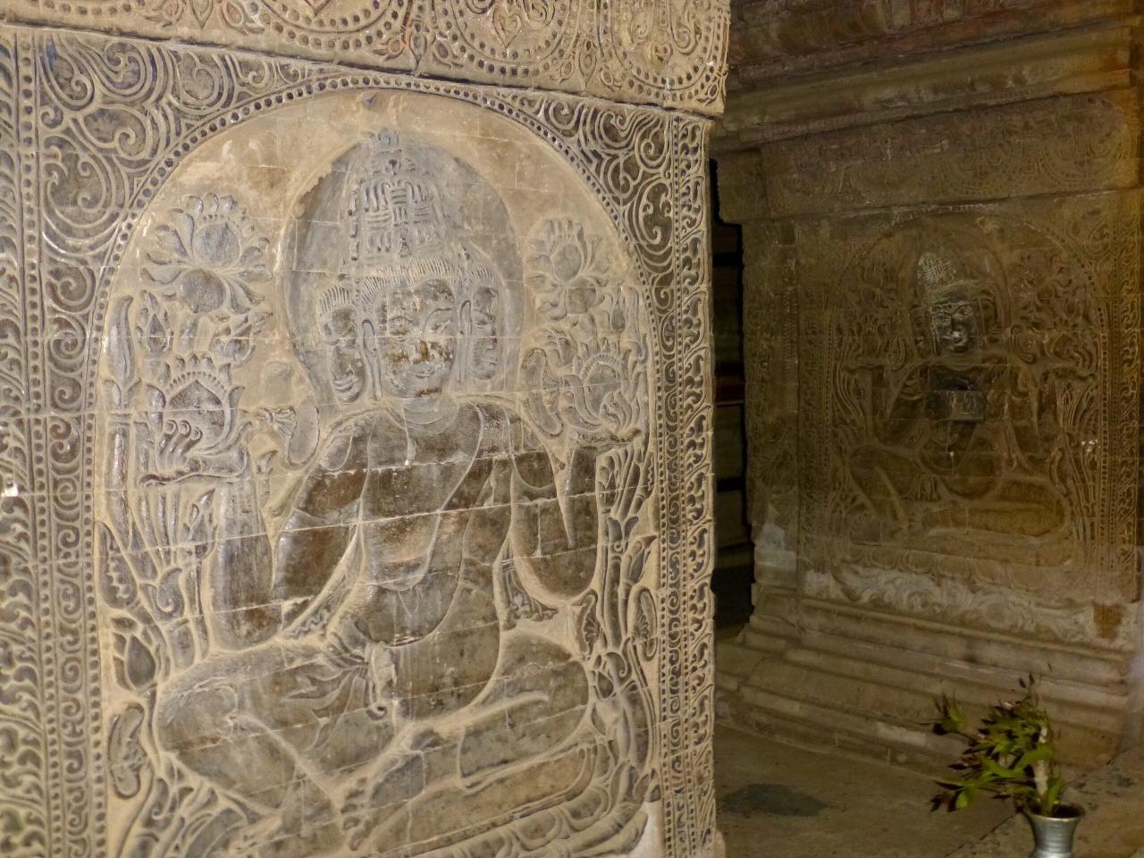 7.1478749450.carvings-on-walls-at-nanda-temple