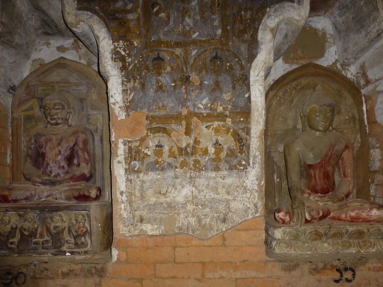 7.1478749450.fresco-between-buddahs-at
